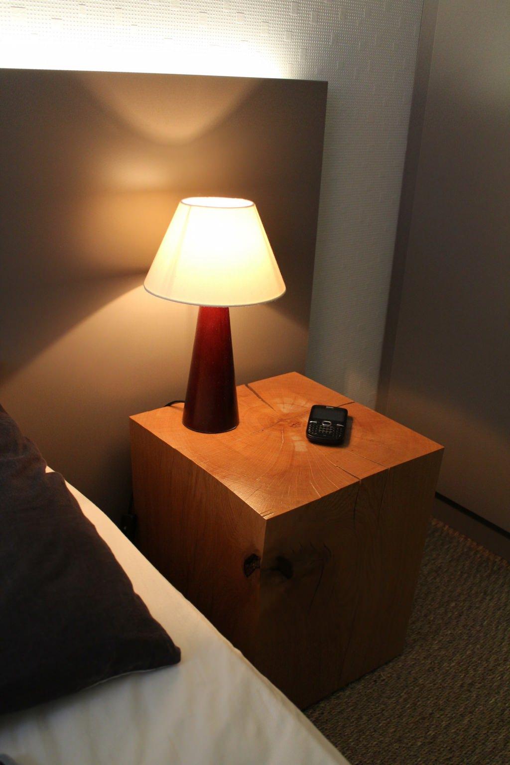 mobilier sur mesure lynium metz table de nuit. Black Bedroom Furniture Sets. Home Design Ideas