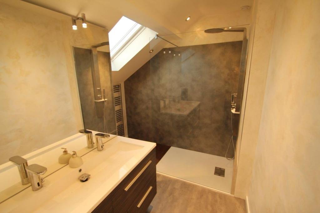 Miroir salle de bain lumineux sur mesure maison design for Miroir salle de bain sur mesure